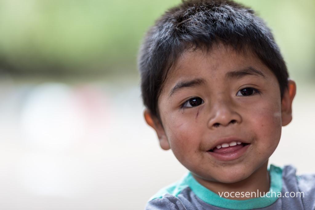 Rostro de la infancia del Wallmapu, territorio histórico del pueblo mapuche. Fotografía realizada en Alto Bío Bío. Enlace a WALLMAPU