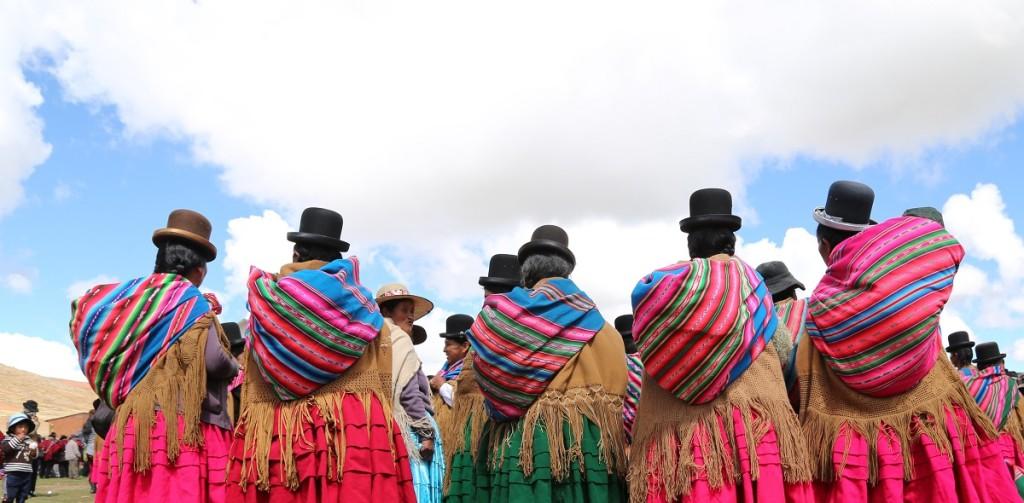 Fotografía de Mujeres en Peñas, Bolivia. ENLACE A BOLIVIA
