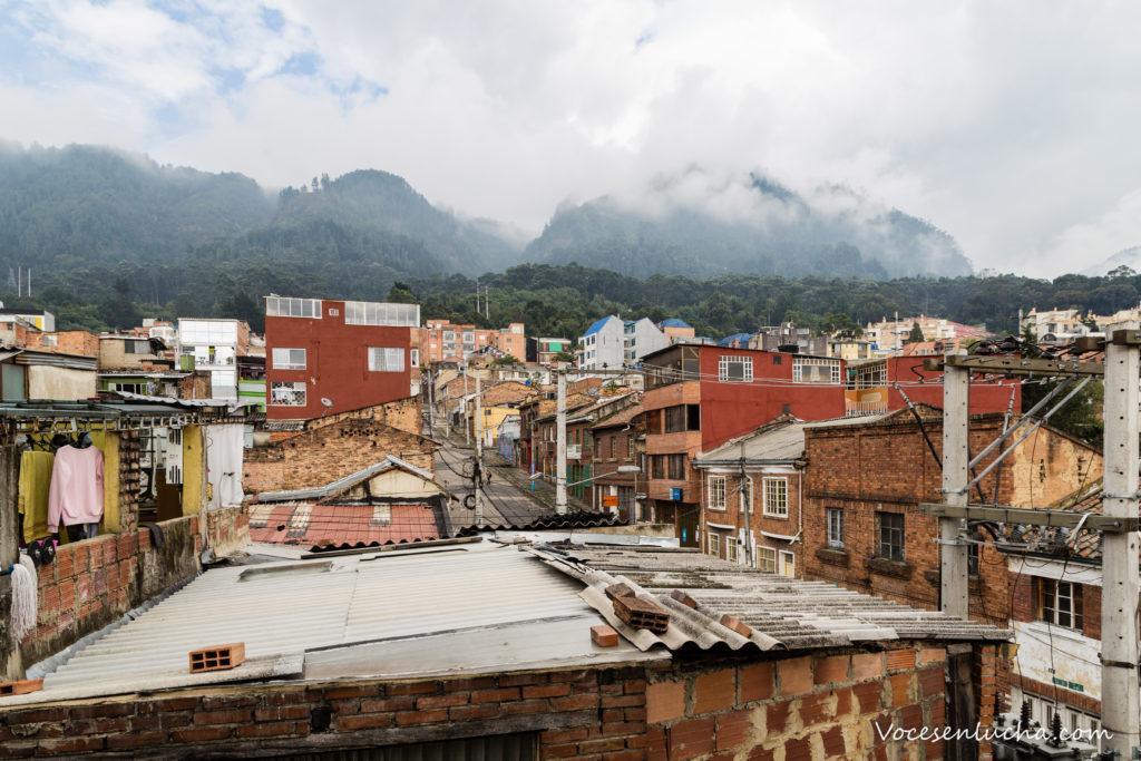 Imagen de las vistas desde la ventana de nuestra cuarentena. Barrio Santa Fe y Cerros Orientales de Bogotá